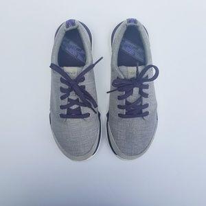 Teva W7 canvas tennis shoes plum